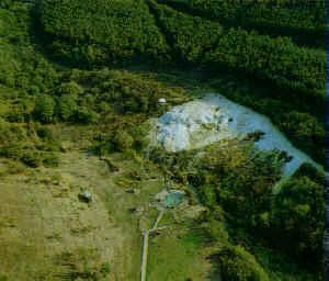 Oude luchtfoto van de bron met het kleine zwembad van Egerszalók